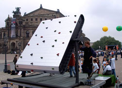 Kletterwand The Rock vor der Semperoper in Dresden